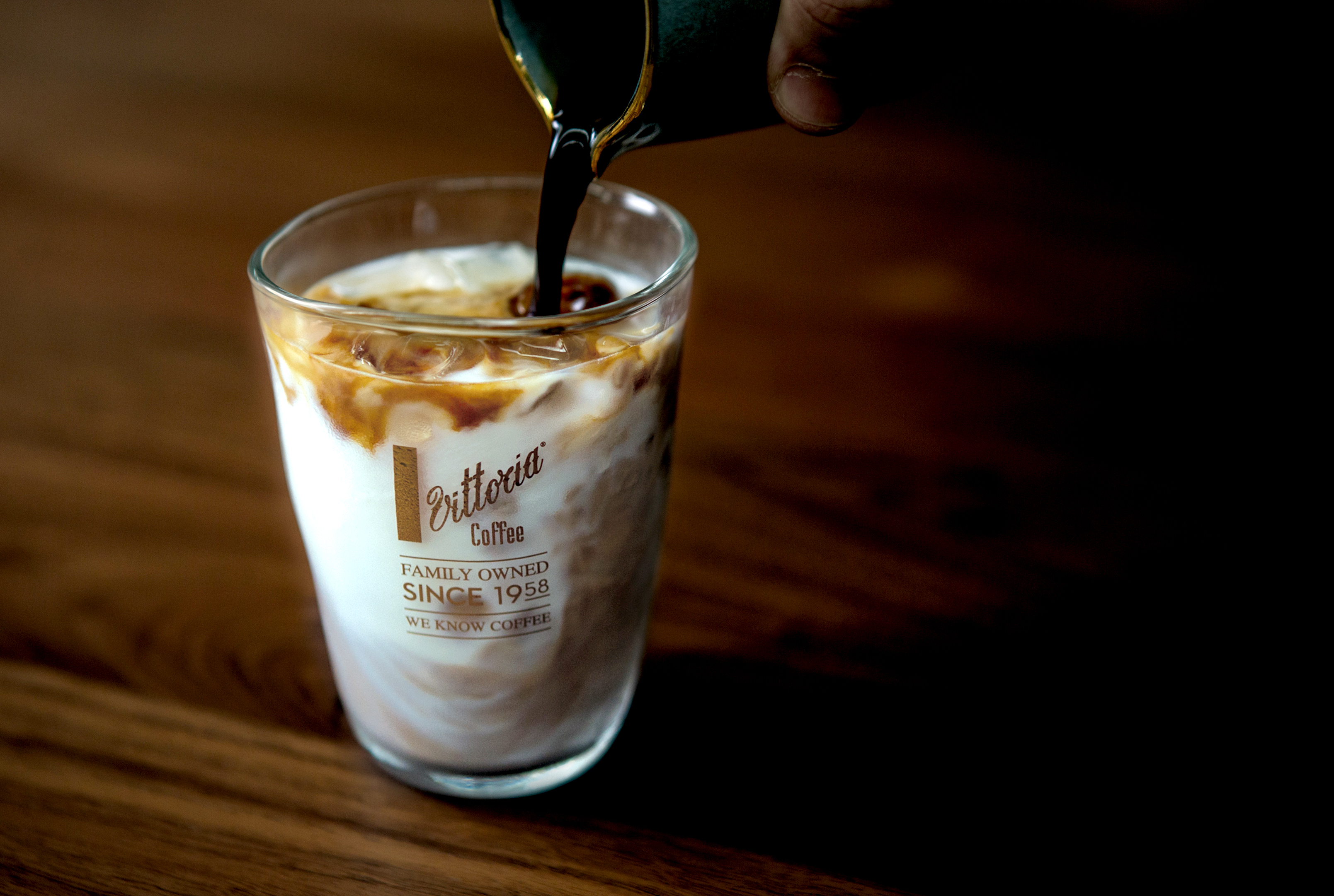 Ice_Coffee_Pour